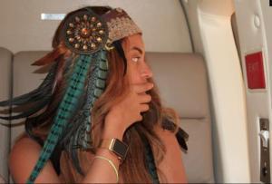 Beyoncé wearing Apple Watch