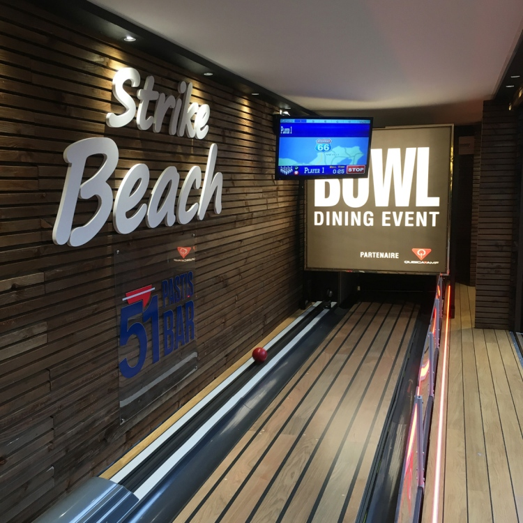 Strike beach bowling outdoor Pullman Paris Bercy