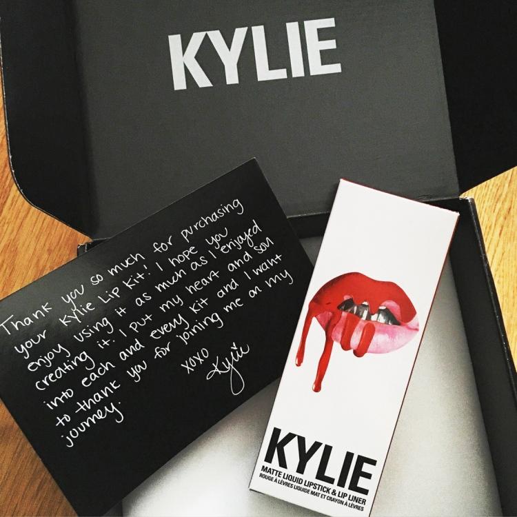 Mon avis sur le rouge à lèvre Lip Kit 22 de Kylie Cosmetics Kylie Jenner