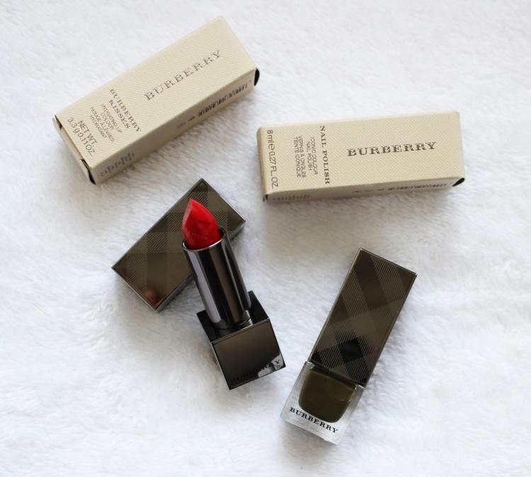 Burberry maquillage Makeup rouge à lèvres Burberry Kisses et vernis à ongles kaki vogue paris blog